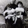 Giuliana e Carla Prina con la nonna materna 1914